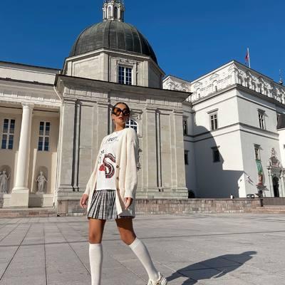 Su klostuotais BY KM sijonukais drąsiai žengiame į rudens sezoną! 🌟🍂🤎  Užsuk į www.karolinameschino.com ir griebk savo favoritą 😜  #bykarolinameschino