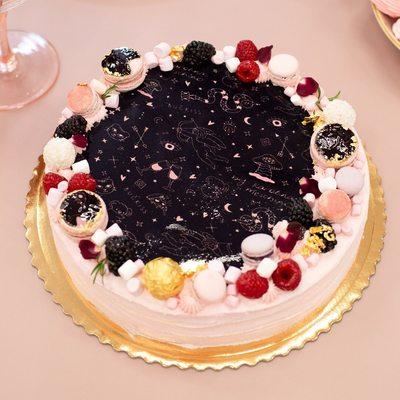Prie Karolinos gimtadienio šventės prisidėjo tikri saldėsių meistrai 🍭   Dėkojame @bellatoscana.lt komandai už sukurtą smalyžių rojų! Tortui lygių nebuvo 🤫🍰🥰  #bykarolinameschino