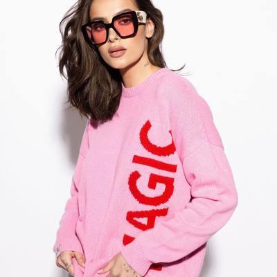 """Vėsesniems vasaros orams– rožinis megztinis """"Magic""""!   💗 viena madingiausių 2021 sezono spalvų. 💗 jauki merino vilna + kašmyras.  Vasara, kartu mes kuriame tikrą magiją 🔮💞  #bykarolinameschino"""