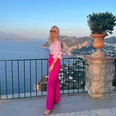 Kai rudenį pasigendame šilumos, mylimiausios klientės saulės atsiunčia iš gražiausių vietų 🦋☀️  PORTOFINO kelnės - MUST HAVE jūsų atostogų lagamine 😜💖  Flirtuojanti rožinė ir nevaržantis siluetas lengvai taps viso įvaizdžio akcentu 🌸  #bykarolinameschino