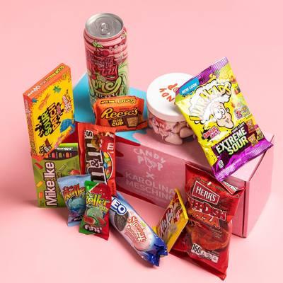 Saldžiausia dovana smaližiams SUGRĮŽTA! 🍭💖  Dėžutėje rasite Karolinos kruopščiai atrinktų CANDY POP skonių asortimentą 🥳  Įsigyti jau galite www.karolinameschino.com   #bykarolinameschino